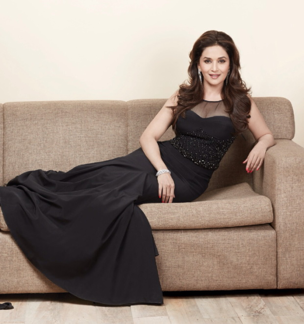 madhuri-dixit-and-juhi-chawla-photoshoot-for-filmfare-magazine-march-2014- (8)