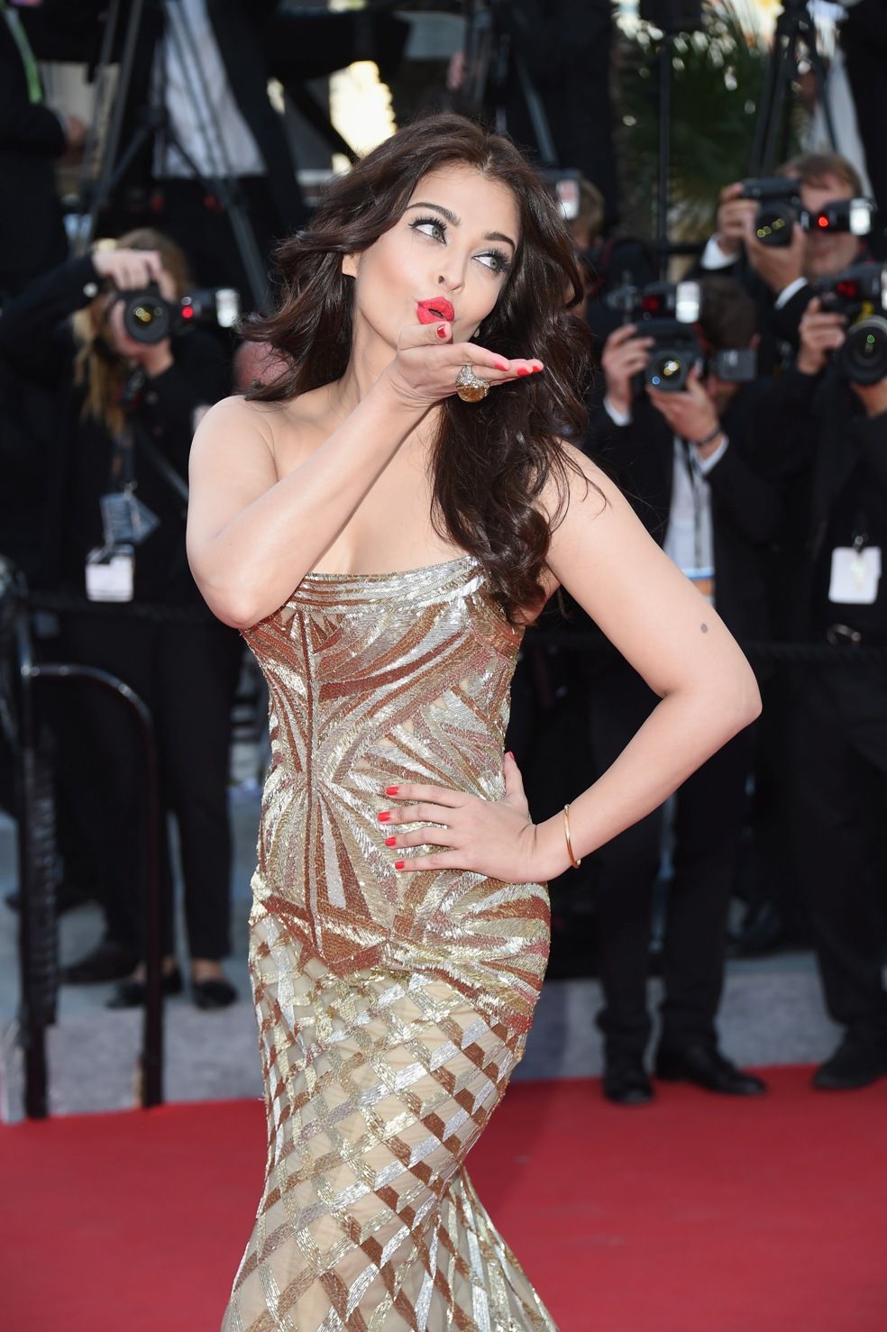 aishwarya-rai-at-cannes-film-festival-2014- (24)