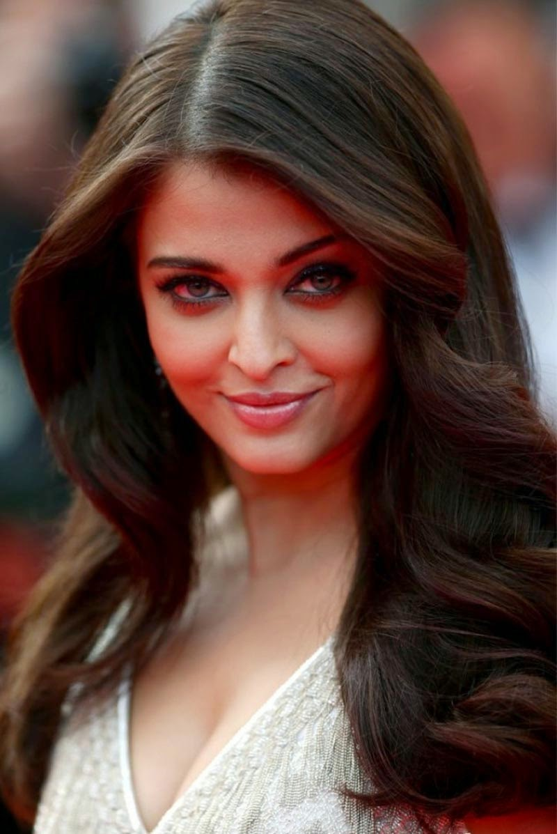 aishwarya-rai-at-cannes-film-festival-2014- (39)