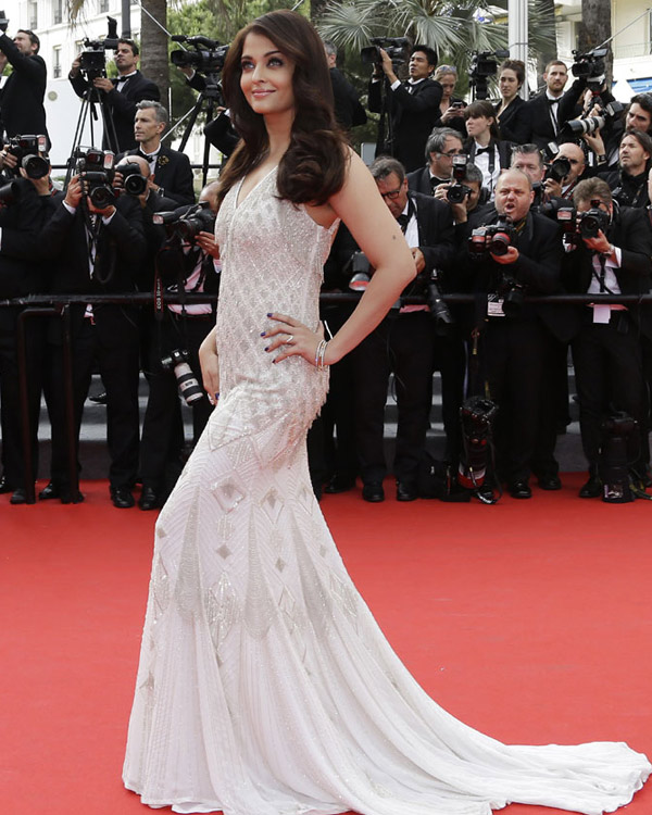 aishwarya-rai-at-cannes-film-festival-2014- (50)
