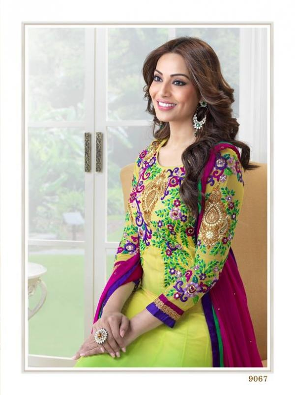 bipasha-basu-in-indian-anarkali-suits- (12)