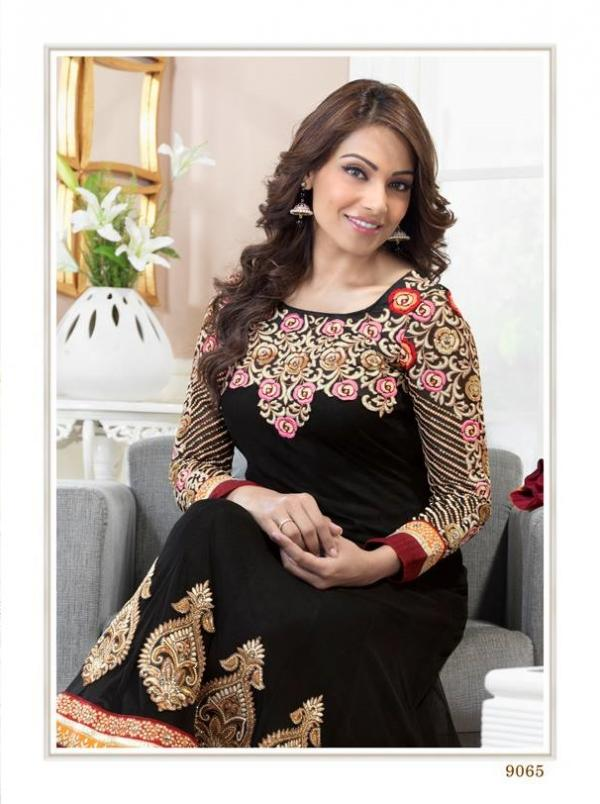 bipasha-basu-in-indian-anarkali-suits- (14)