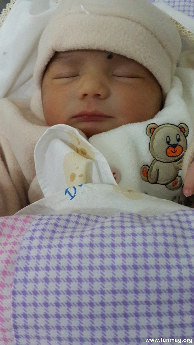 new-born-baby-aizab-31-photos- (14)