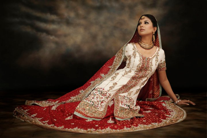 sunita-marshal-in-pakistani-bridal-dress- (1)