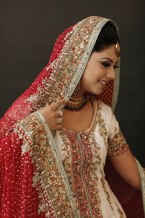 sunita-marshal-in-pakistani-bridal-dress- (10)