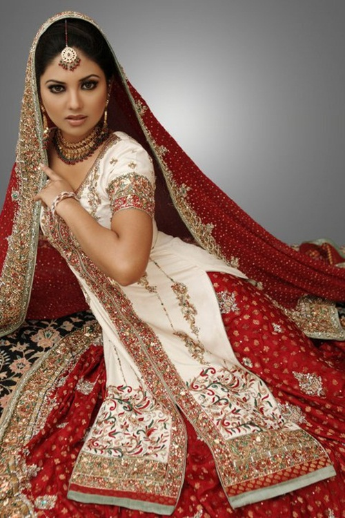 sunita-marshal-in-pakistani-bridal-dress- (2)