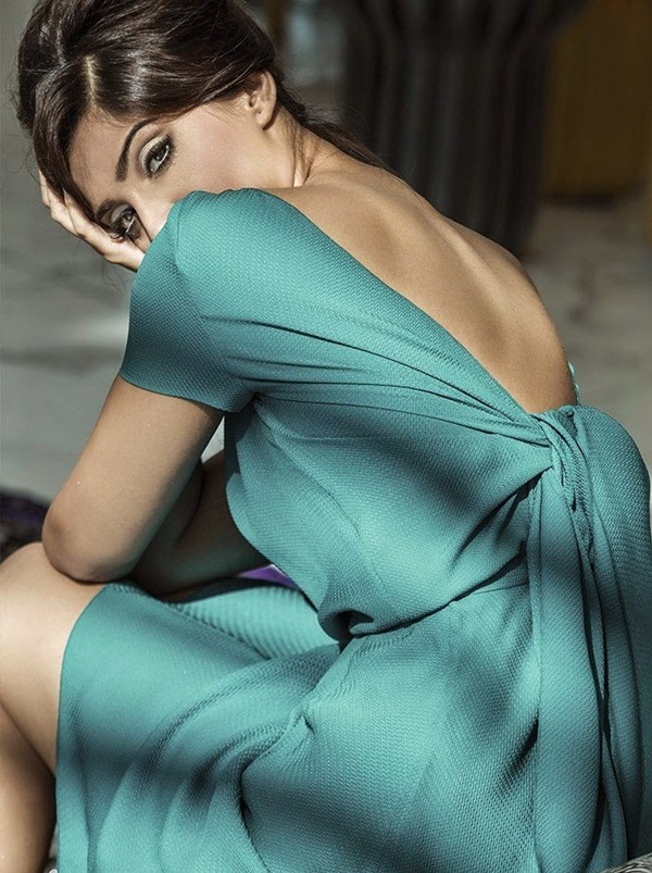 sonam-kapoor-photoshoot-for-harpers-bazaar-magazine-july-2014- (5)