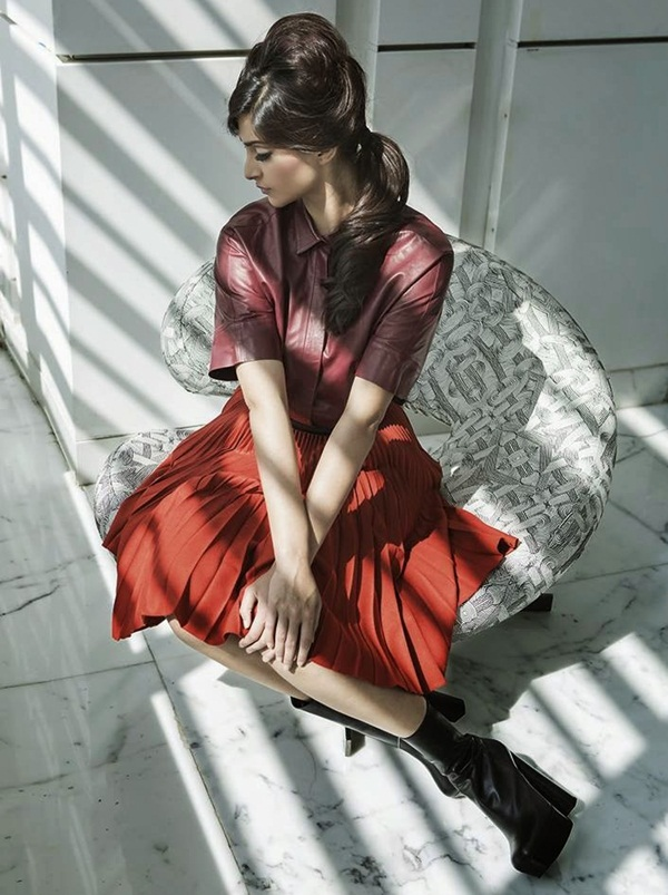 sonam-kapoor-photoshoot-for-harpers-bazaar-magazine-july-2014- (6)