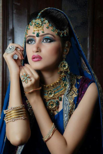 sajal-ali-in-bridal-makeup- (1)