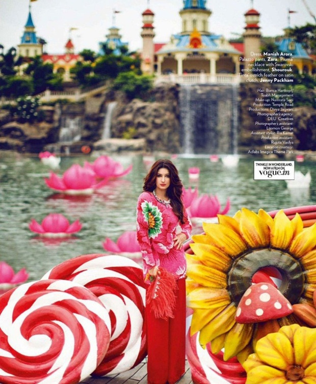 twinkle-khanna-photoshoot-for-vogue-magazine-august-2014- (5)