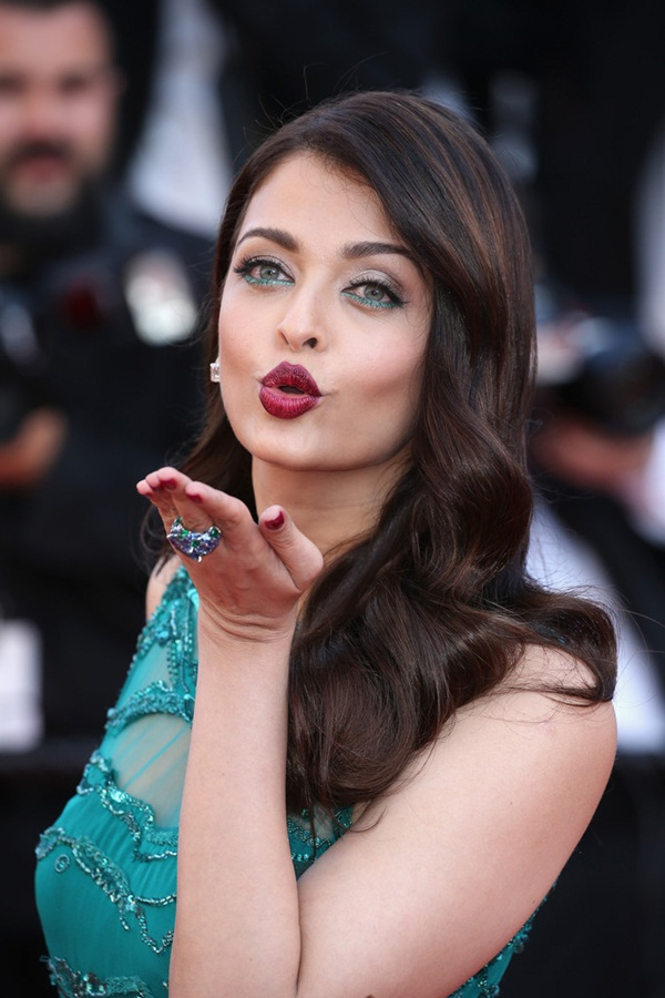 aishwarya-rai-at-cannes-premiere-of-carol-2015- (17)