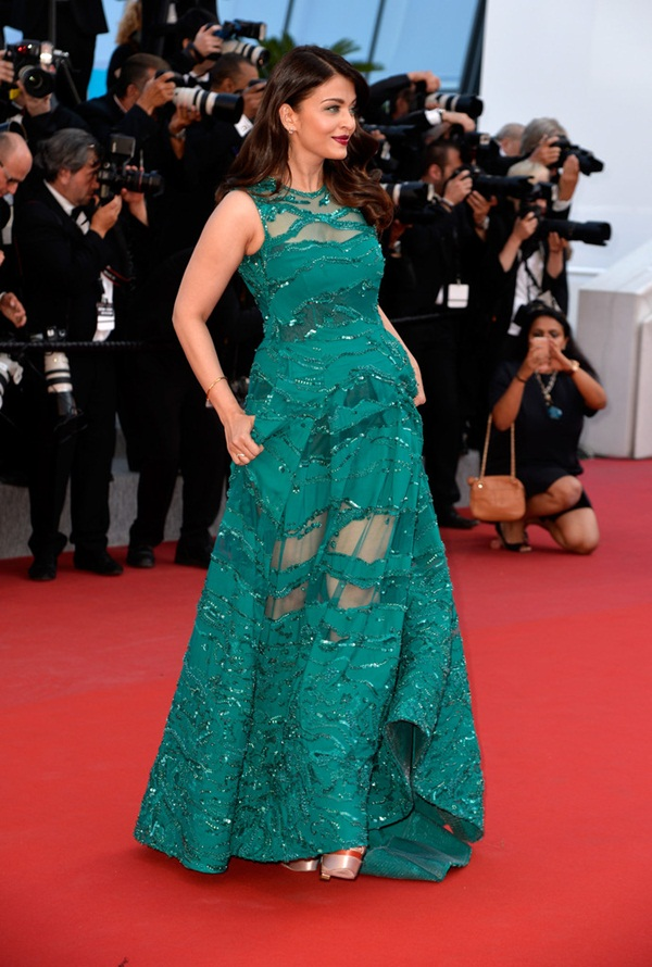 aishwarya-rai-at-cannes-premiere-of-carol-2015- (6)
