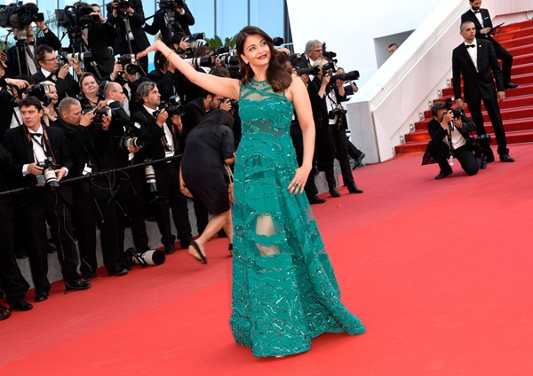 aishwarya-rai-at-cannes-premiere-of-carol-2015- (8)
