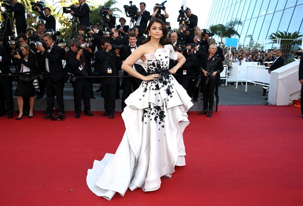 aishwarya-rai-at-cannes-premiere-of-youth-2015- (11)