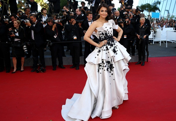 aishwarya-rai-at-cannes-premiere-of-youth-2015- (12)
