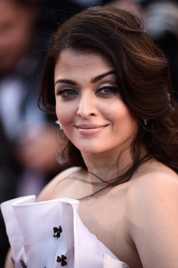 aishwarya-rai-at-cannes-premiere-of-youth-2015- (13)