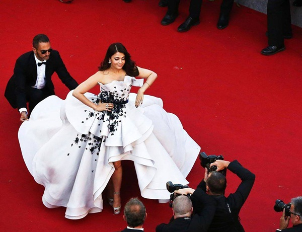 aishwarya-rai-at-cannes-premiere-of-youth-2015- (3)