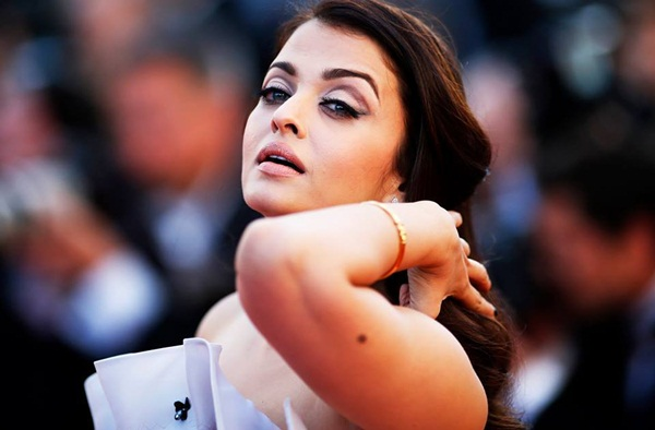 aishwarya-rai-at-cannes-premiere-of-youth-2015- (5)