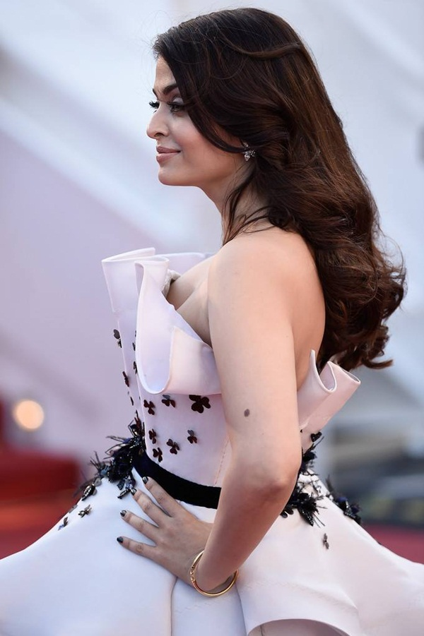 aishwarya-rai-at-cannes-premiere-of-youth-2015- (9)