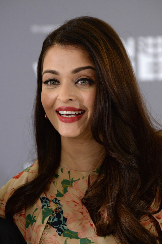 aishwarya-rai-at-cannes-un-women-panel-2015- (21)