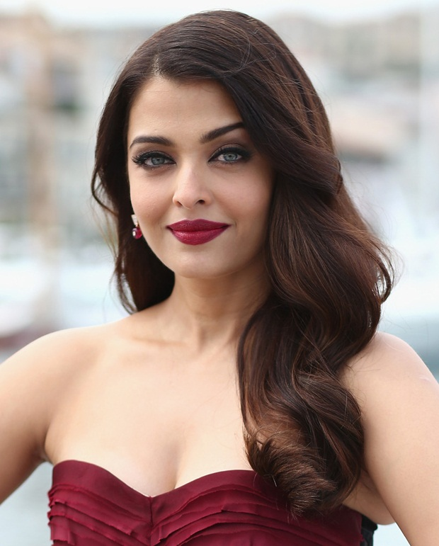 aishwarya-rai-promote-jazbaa-at-cannes-2015- (26)