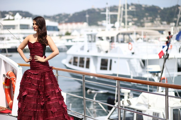 aishwarya-rai-promote-jazbaa-at-cannes-2015- (3)