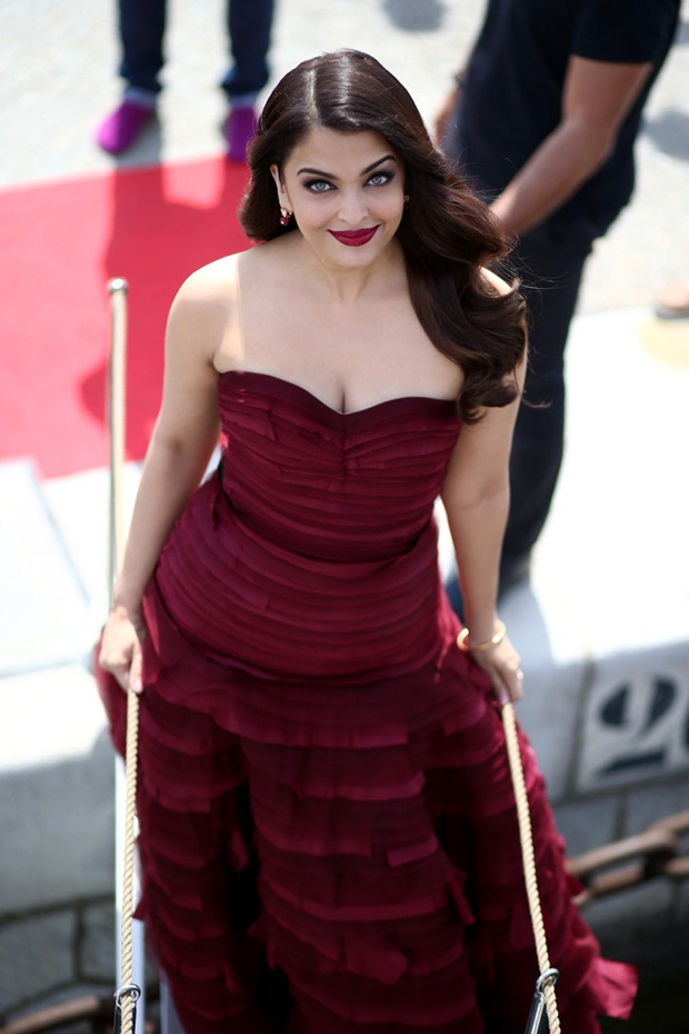 aishwarya-rai-promote-jazbaa-at-cannes-2015- (4)