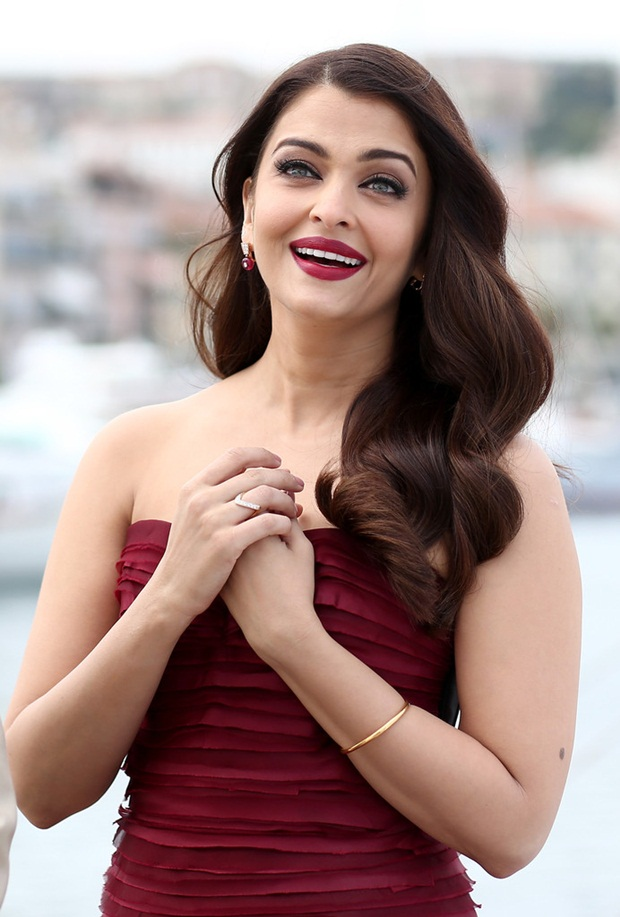 aishwarya-rai-promote-jazbaa-at-cannes-2015- (6)