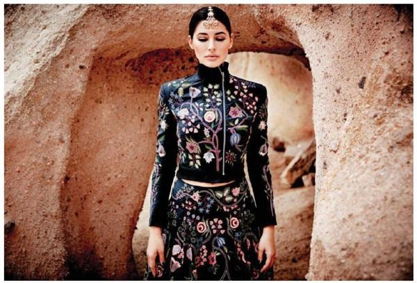 nargis-fakhri-photoshoot-for-elle-magazine-november-2015- (1)