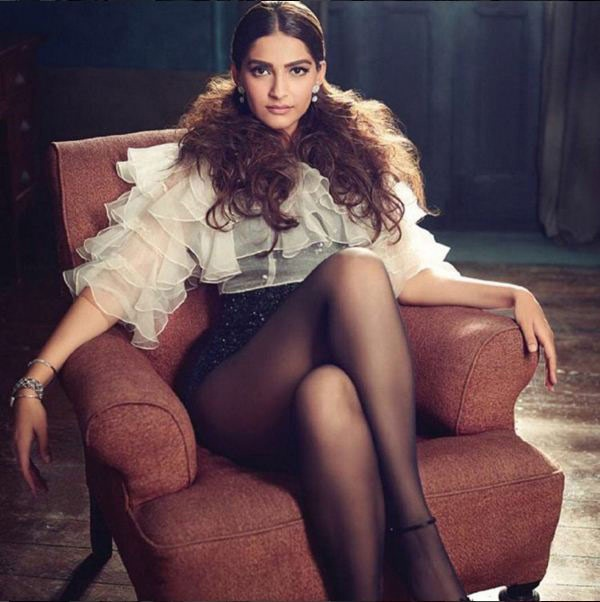 sonam-kapoor-photoshoot-for-filmfare-magazine-december-2015- (4)