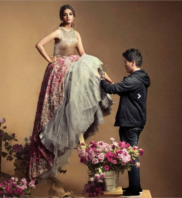 alia-bhatt-photoshoot-for-vogue-magazine-december-2015- (2)