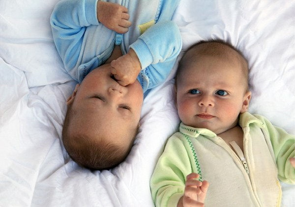 twin-baby-27-photos- (23)