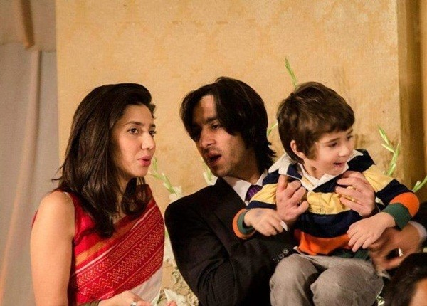 Beautiful Mahira Khan With Husband and Son (22 Photos)
