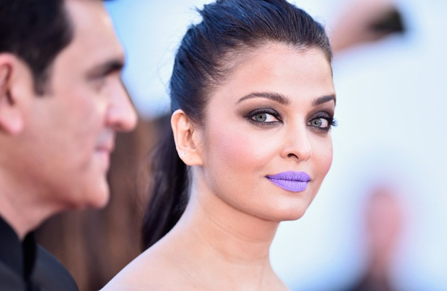aishwarya-rai-in-cannes-film-festival-at-mal-de-pierres-premiere- (14)