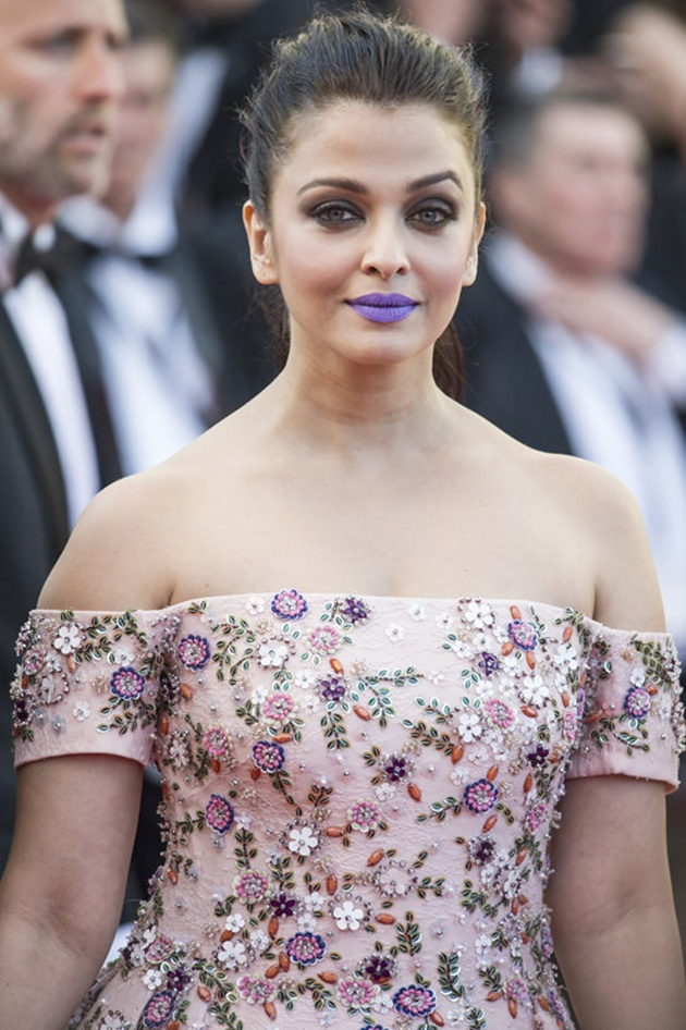 aishwarya-rai-in-cannes-film-festival-at-mal-de-pierres-premiere- (18)
