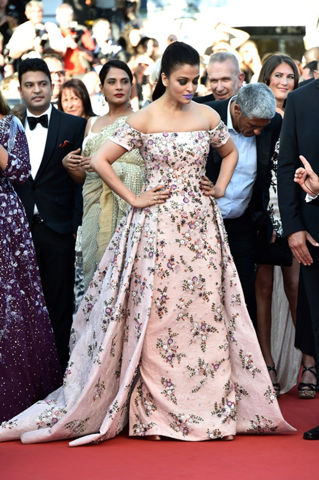 aishwarya-rai-in-cannes-film-festival-at-mal-de-pierres-premiere- (19)