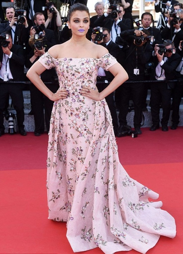 aishwarya-rai-in-cannes-film-festival-at-mal-de-pierres-premiere- (25)