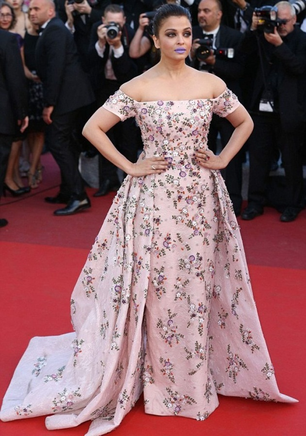 aishwarya-rai-in-cannes-film-festival-at-mal-de-pierres-premiere- (4)