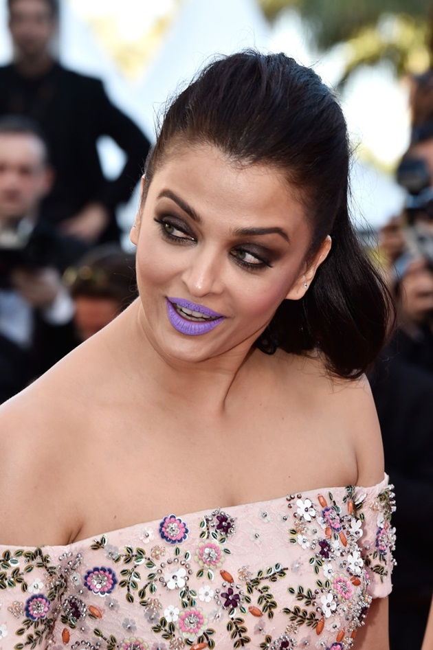 aishwarya-rai-in-cannes-film-festival-at-mal-de-pierres-premiere- (6)
