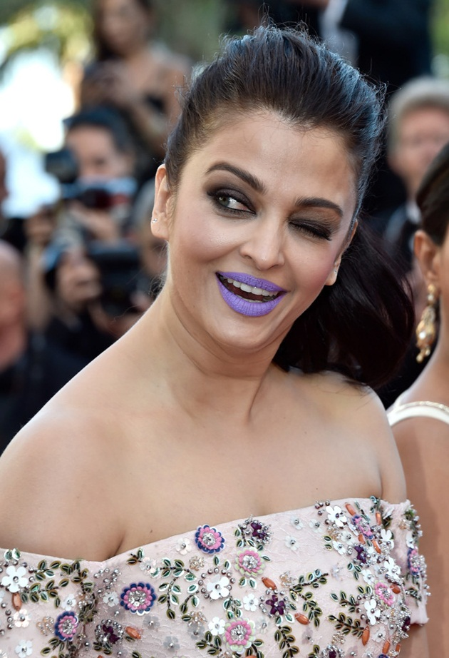 aishwarya-rai-in-cannes-film-festival-at-mal-de-pierres-premiere- (7)