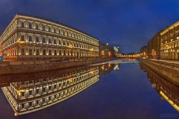 grand-buildings-reflected-in-water- (8)