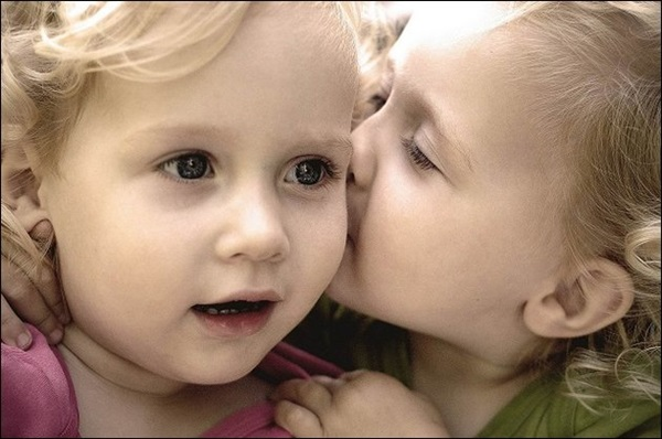 cute-babies-kisses- (1)