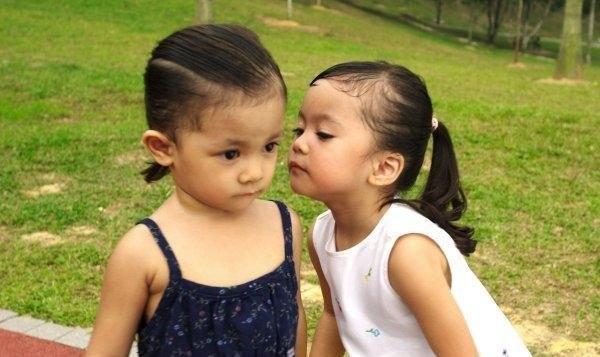 cute-babies-kisses- (10)