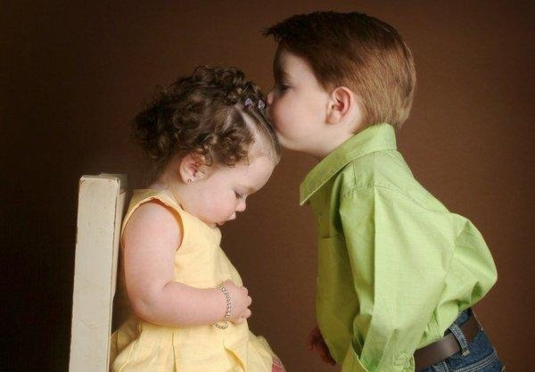 cute-babies-kisses- (16)
