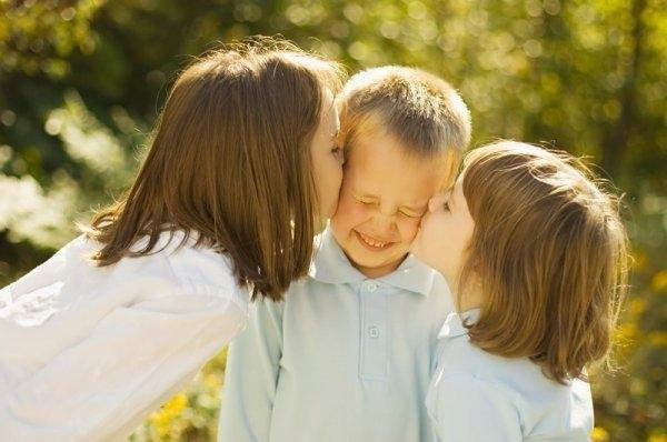 cute-babies-kisses- (19)