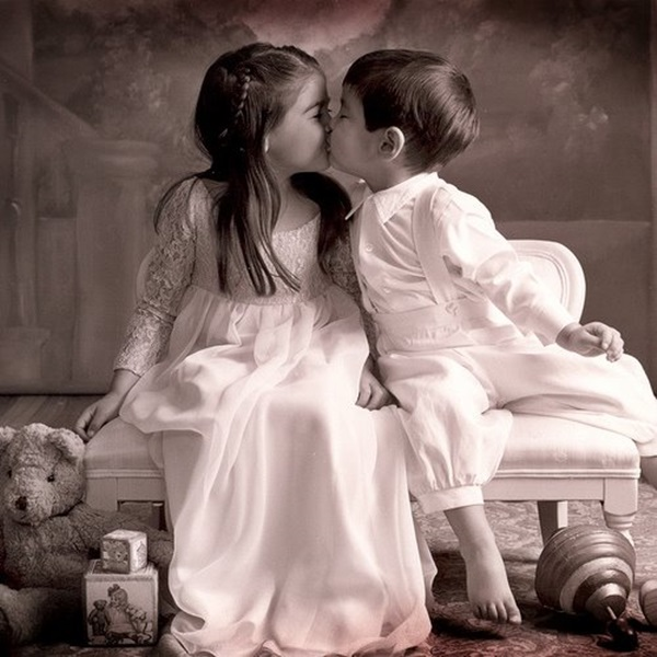 cute-babies-kisses- (20)