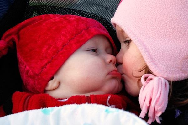 cute-babies-kisses- (21)