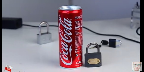 how-to-open-padlock-with-coke-can-