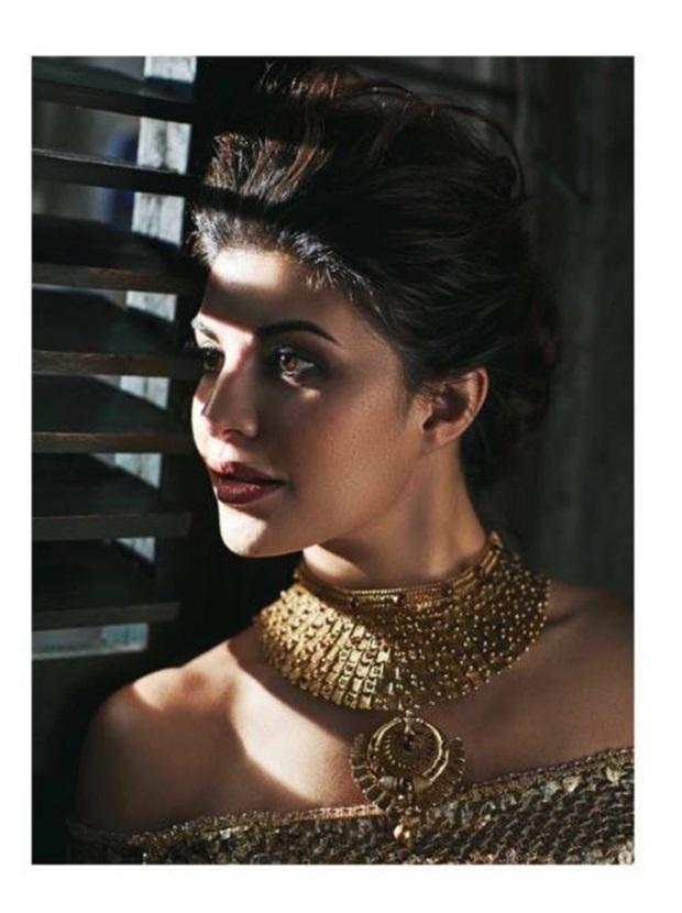 jacqueline-fernandez-photoshoot-for-hi-blitz-magazine-january-2017- (5)