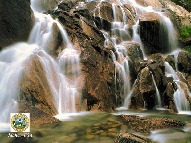 photos-of-beautiful-waterfalls-around-the-world- (15)
